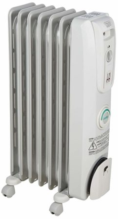 The DeLonghi EW7707CM is an oil-filled radiator heater which offers minimum resource usage